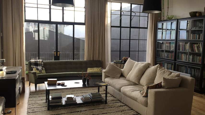 Industrial style townhouse in the city-double bed