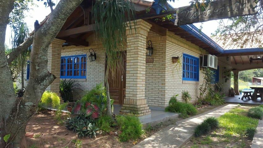 Casa de verano en San Bernardino, cancha y pileta