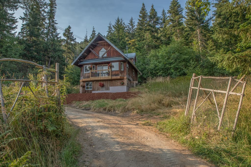 Spacious 1000 square foot self-contained cottage