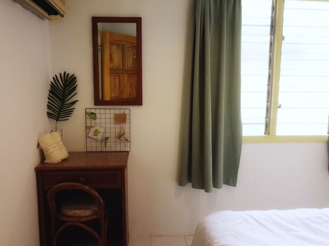 小房 third room