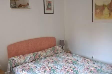 Chambres au calme avec jardin arboré - Courbehaye