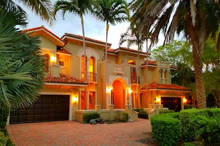 Tuscan Mansion Waterfront Las Olas - Fort Lauderdale