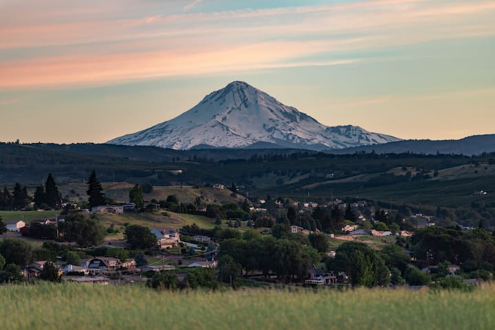 "The Dalles ""Mountain View"" Airbnb with Free Wi-fi"