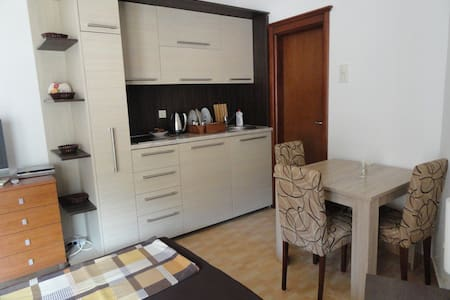Studio apartment-50meters to the beach,Rafailovici - Rafailovići