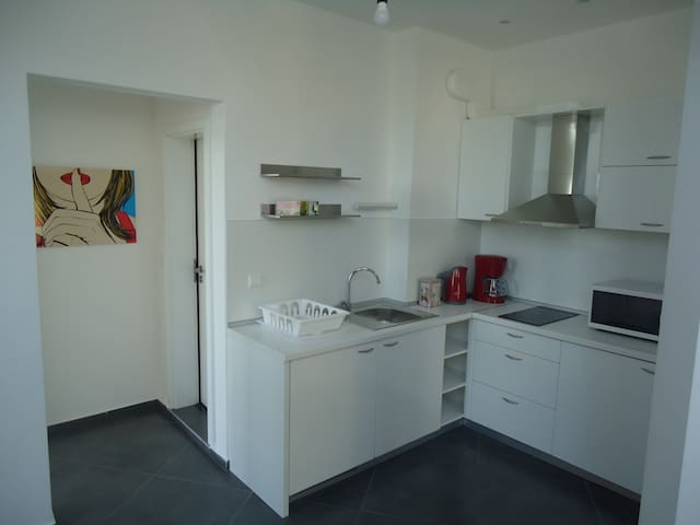 Sunny studio with balcony close to metro station
