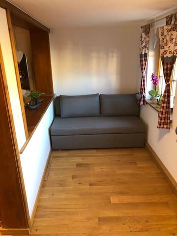 Nische im Esszimmer mit Schlafcouch