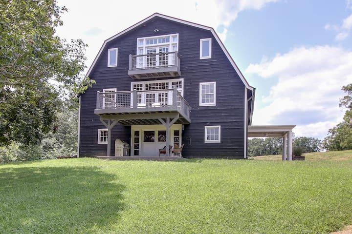 Barn Home, 20 mi to Nashville, 180 ac, lake, creek
