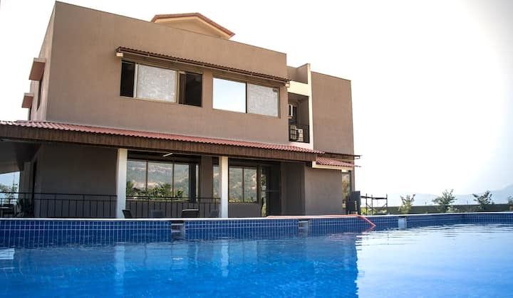 KINGSTON FARM : 4 BHK Farm House with Private Pool