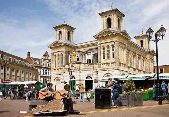 The Royal Borough of Kingston Upon Thames - A Market Town