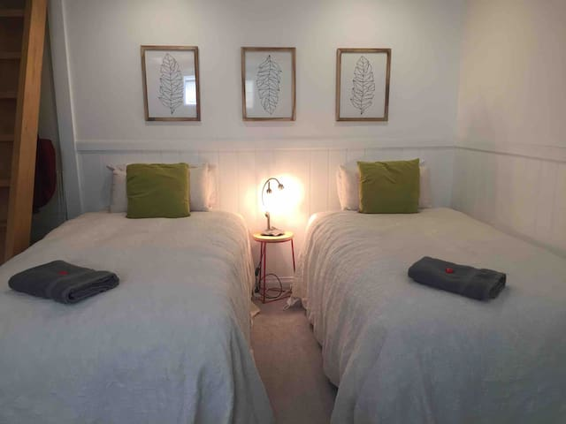 Cheap and cheerful, private basement room sleeps 3