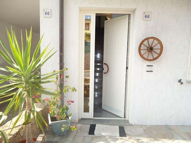 Casa nuova, grande e luminosa - Badesi - House