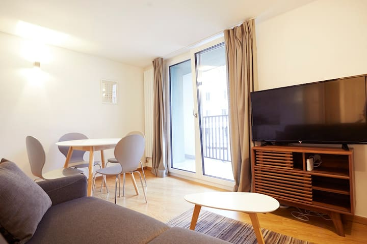 Modern 1 Bedroom + Balcony + Roof Terrace #5