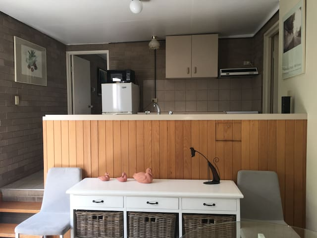 Cosy unit in the centre of town 100m to the lake - Jindabyne - Apartamento