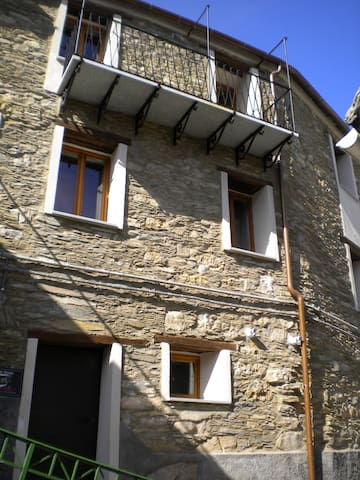 Casa Uccelli - Rezzo - Hus