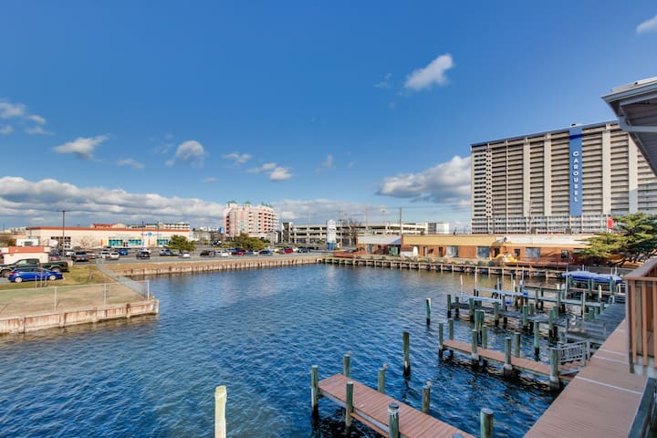 Gorgeous waterfront home w/shared pool - incredible for shopping, dining & more!