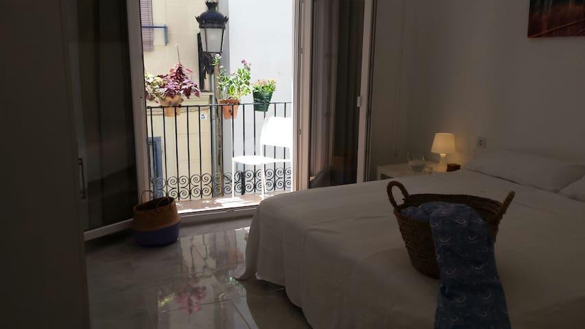 Habitación con balcón en centro histórico Valencia - València - บ้าน