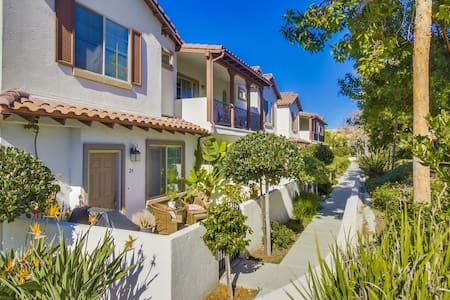 Cozy 2BR with Full Amenities - Oceanside
