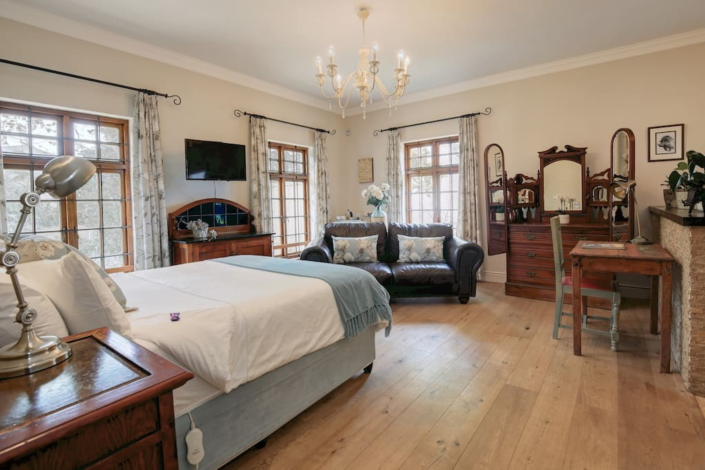 Magnolia room - Our honeymoon suite has a queen size bed with plenty of space. And a flat screen TV with limited DSTV channels
