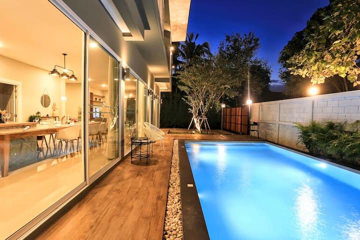 Luxury Pool Villa for families /Quiet surroundings
