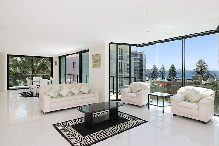 1/21 Petrie Street - 3 Bedroom Apartment overlooking Rainbow Bay