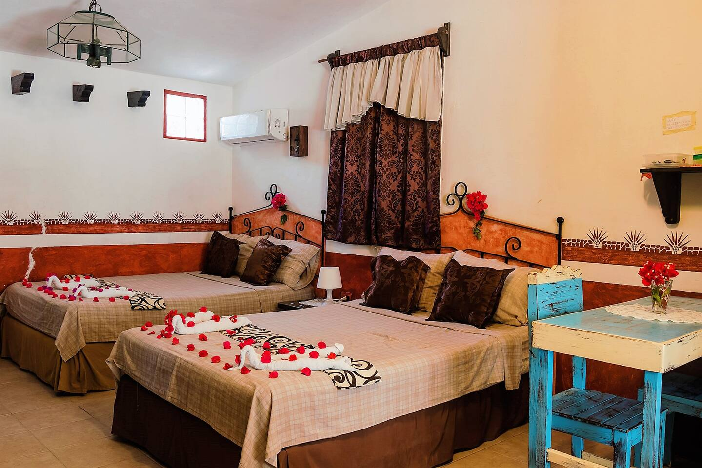 2 cosy doublebeds in the lodges oneroom condo with terrace, private bathroom, wc and shower