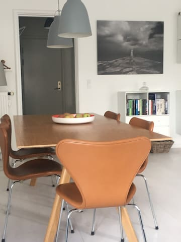 Nabo to Zoo in nice 90 sq.m apartment