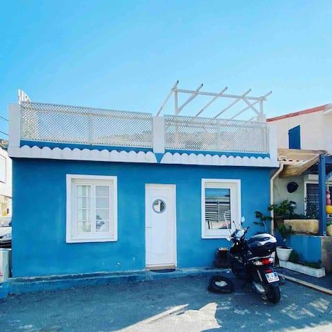 Maison Bleue, vue mer en plein cœur des Goudes !