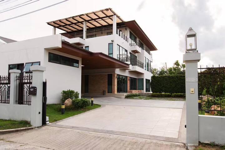 曼谷市中心私人泳池豪华6卧别墅
