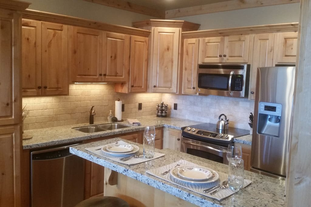 Kitchen-Stainless Steel appliances, granite and all the extras!