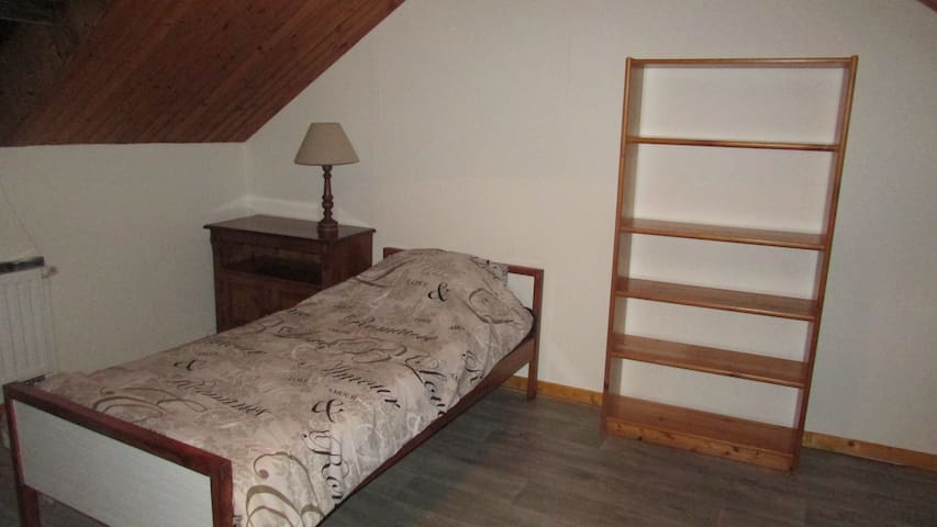 3 single rooms in house with nice garden - Charleroi