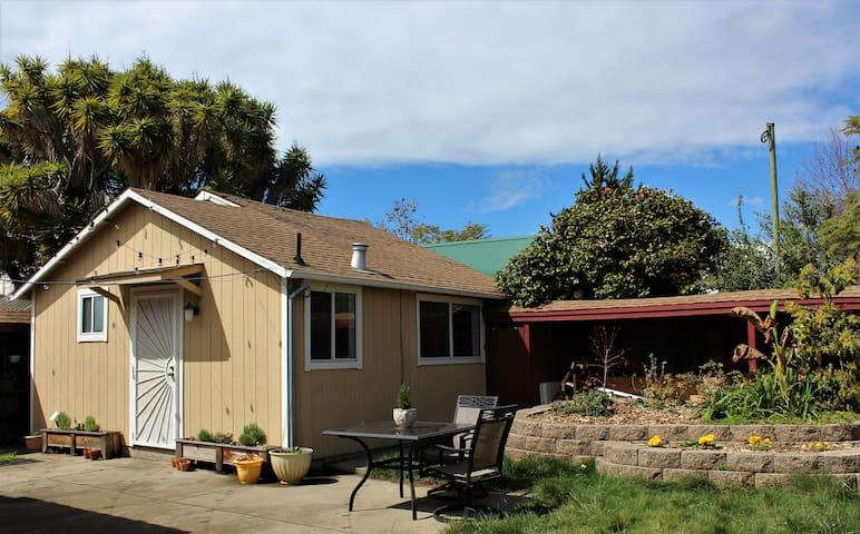 Charming Backyard Cottage