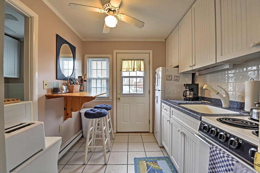 Make use of the well-equipped kitchen to prepare home-cooked meals.