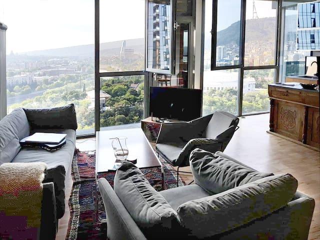 Living room / built-in kitchen