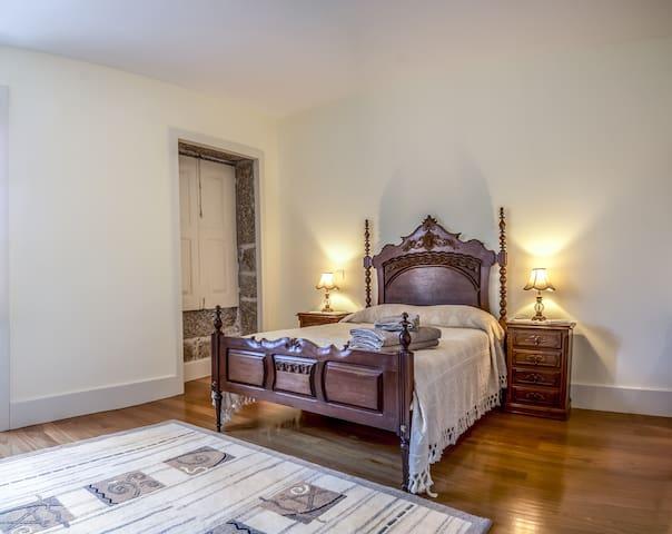 Casa do Outeiro Agro Turismo - Braga - Bed & Breakfast
