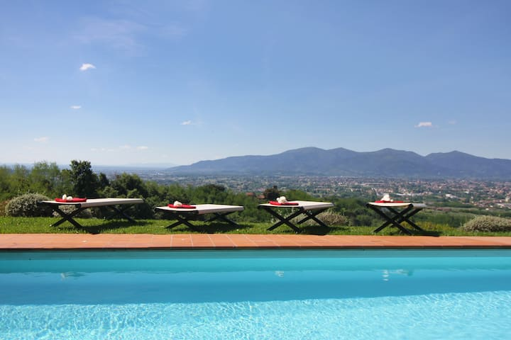 luxury B&B in historic villa on the lucca's hill