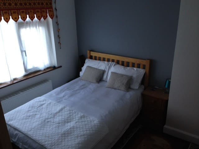 Beautiful Clevedon room 5 mins from Clevedon Hall - Clevedon