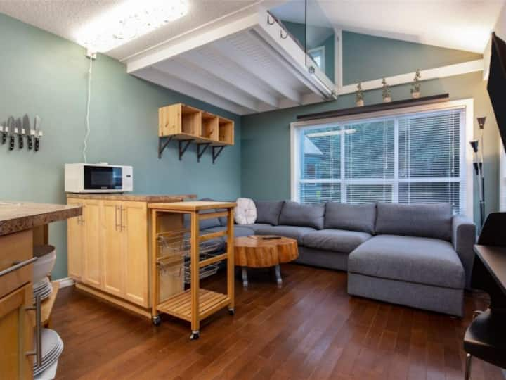 Right in the heart of Creekside - 1 bedroom + loft