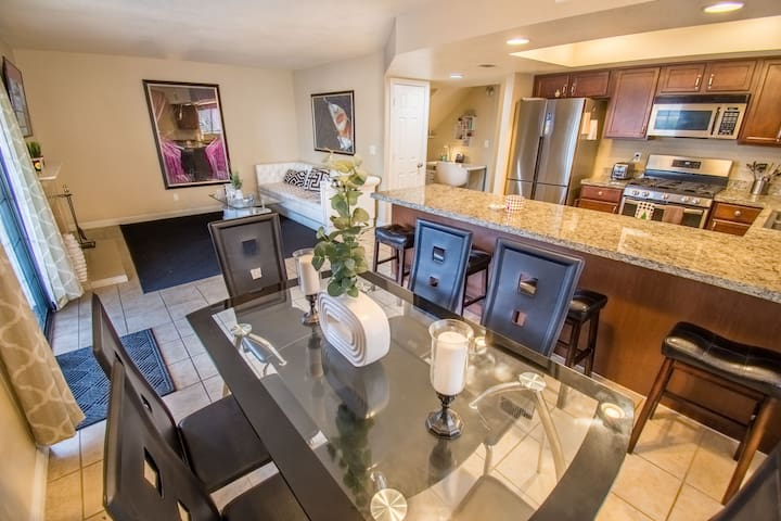 Beautiful Home Summerlin/Redrock (private rm 2/2)