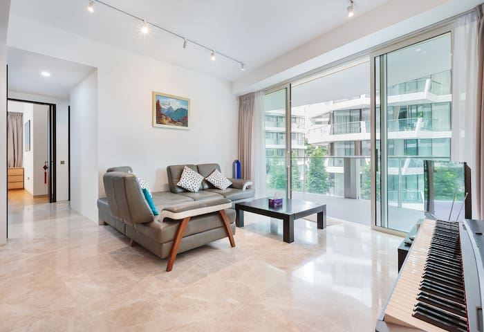 Serene & Spacious 3BR Apartment, Close to Sentosa
