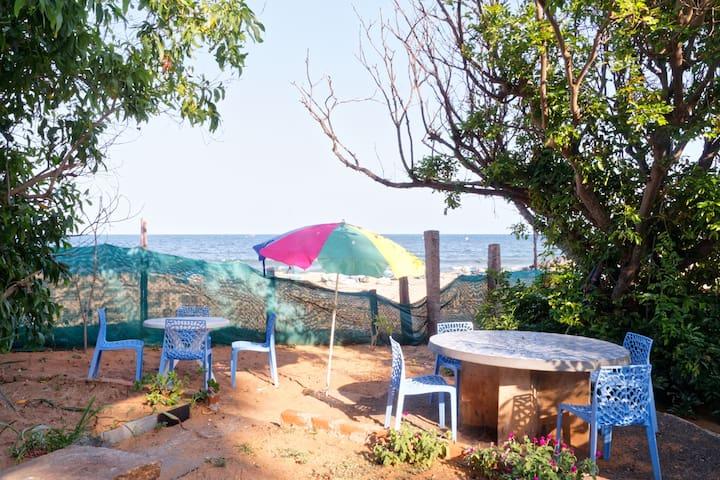 Simple beach accommodation 4 bedded-ganga down - Bommayapalayam - ที่พักพร้อมอาหารเช้า