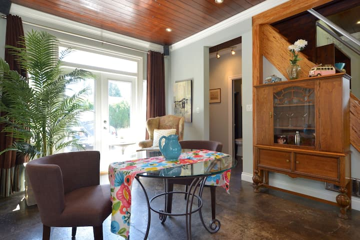 Beautiful lane way house in Crescent Beach/Heights