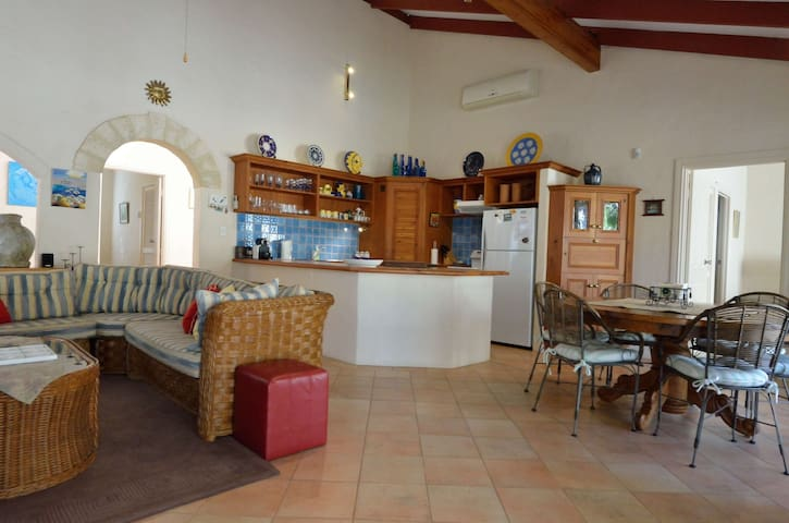 Cosy 3B Spanish style Villa nr Beach- Casa Del Mar