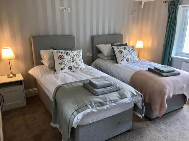 Bedrooms 1 and 2 can be set up as twin beds or single super king size