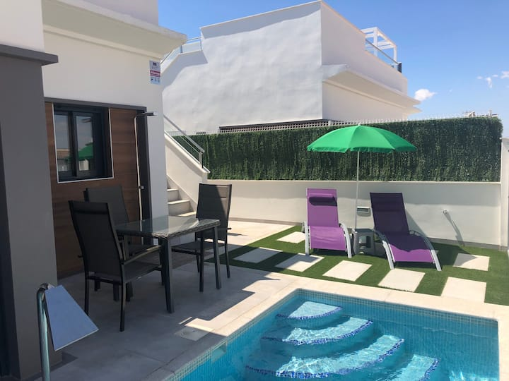 Piscine privée, Wifi, terrasse (location mat bébé)