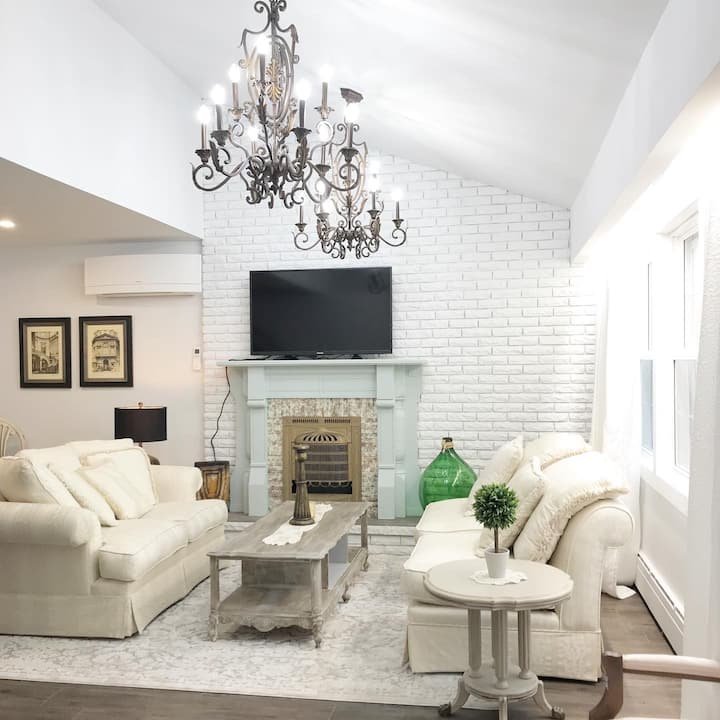 The Winchester Room - Quiet Private Victorian Style Brand New Gorgeous 3BD in Burlington