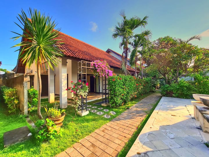2 Br Villa Sayang Taman 8 a few mints to Beach
