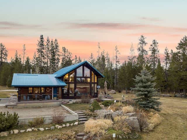 KABINO: Incredible Log Cabin! Fish- Snowmobile- Yellowstone- Free WiFi!