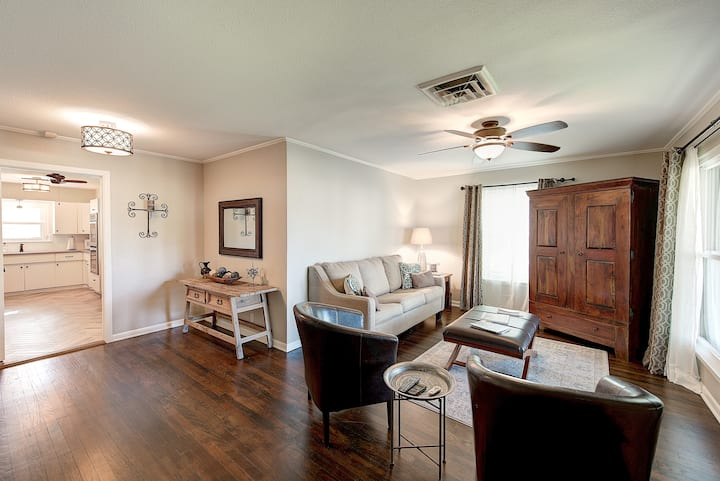 Airport-Nov 1-20 Open-Great Family Rate-Sleeps 8!