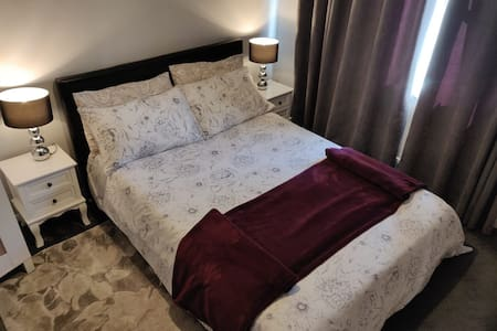 Double Private room in Putney (single/double use)