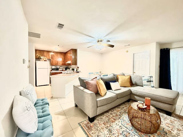 Bright, Cozy Townhome in Quite East Tallahassee